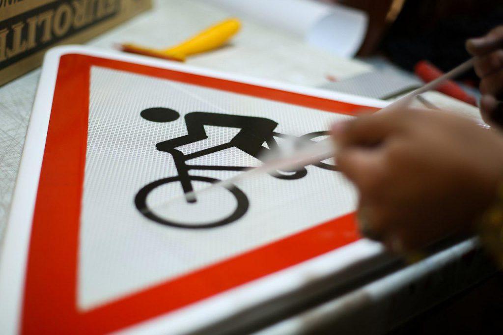 تابلوها و علائم راهنمایی و رانندگی